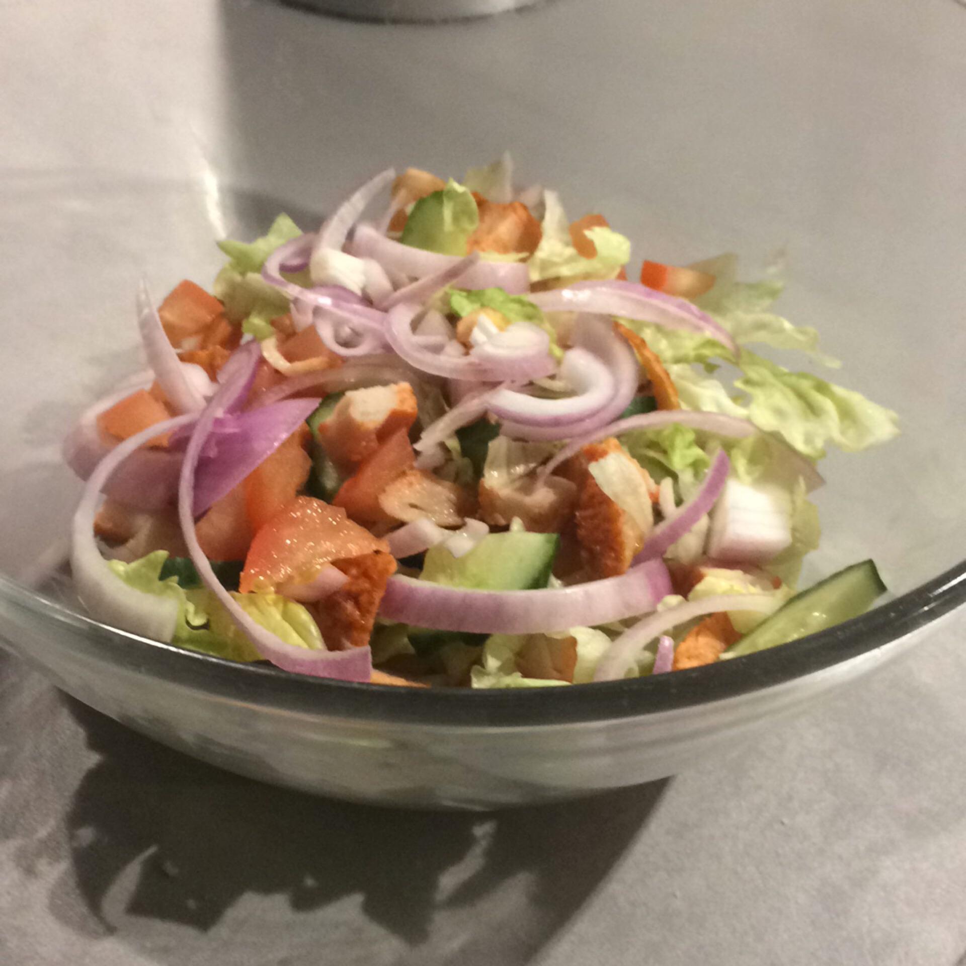 salade maken met ijsbergsla